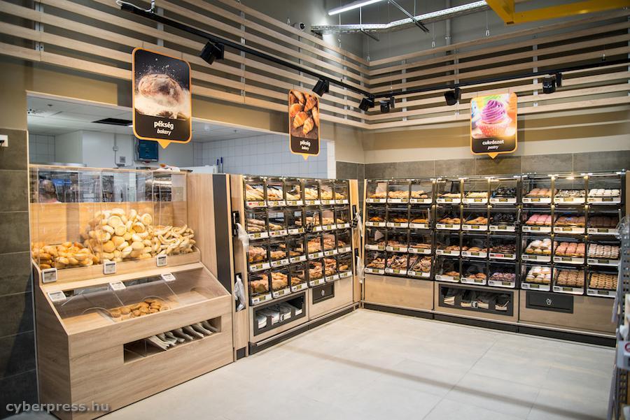 Megnyitott az Auchan Győrben, felkészül Sopron! | Cyberpress